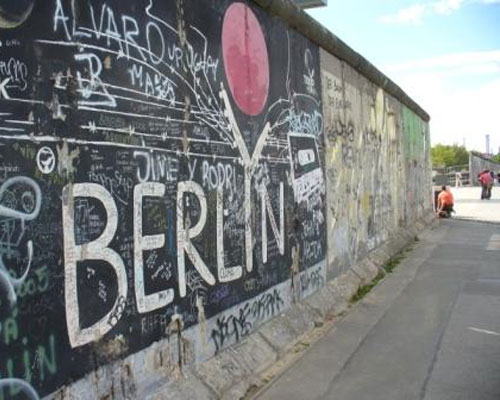 Americas voice berlinwall