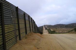TT BorderFenceImage_jpg_312x1000_q100